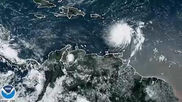 """Tempestade """"Dorian"""" deixa Porto Rico em estado de emergência"""