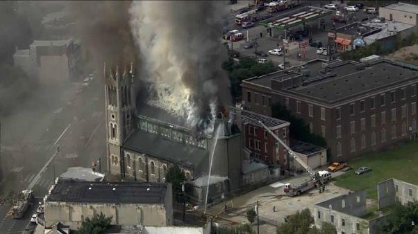 حريق يدمر كنيسة معبد طريق الإنجيل العظيم بفيلادلفيا