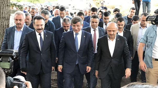 Ahmet Davutoğlu hakkında 'Anayasayı ihlal'den suç duyurusu