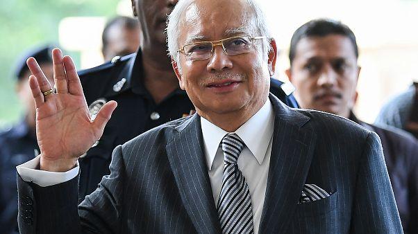 Yolsuzlukla suçlanan eski Malezya Başbakanı Necip Rezak'ın 'en büyük yolsuzluk davası' başlıyor