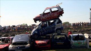 شاهد: سيارات تطير في بطولة ببريطانيا