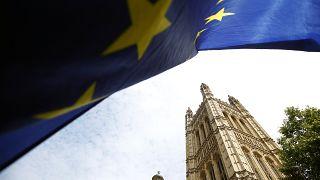 الملكة إليزابيث توافق على تعليق عمل البرلمان وترامب يشيدُ برئيس وزراء بريطانيا
