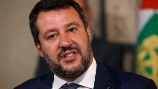 نجحت الأقطاب السياسية في إيطاليا بتفادي الانتخابات المبكرة اليوم، الأربعاء، وهي كانت قطعاً تصب في مصلحة ماتيو سالفيني (الصورة)