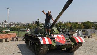 Sırplar Kızıl Yıldız'ın Şampiyonlar Ligi'nde gruplara kalmasını savaş tankıyla kutladı