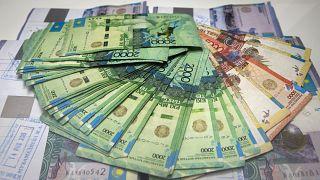 Казахстанцам спишут долги за счет государства