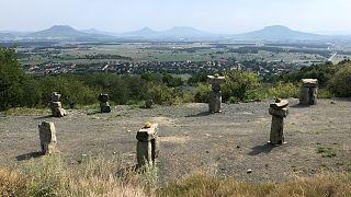 Ébredő vulkán: elkészült az elhordott Haláp lenyűgöző szoborparkja