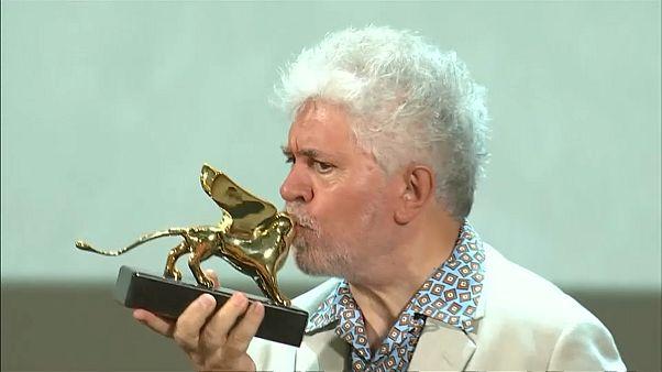 Almodóvar recibe el León de Oro de Honor