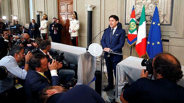 جوزيبي كونتي المكلّف بتشكيل الحكومة الإيطالية الجديدة يتحدث إلى الصحافيين في القصر الرئاسي بروما