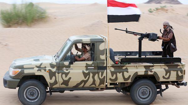 آلية تابعة للقوات الحكومية المعترف بها دولياً في اليمن