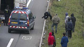 شش ماه زندان برای فعالان راست افراطی که مانع ورود پناهجویان به فرانسه میشدند