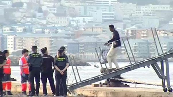 El Audaz llega a Cádiz con 15 inmigrantes rescatados por el Open Arms