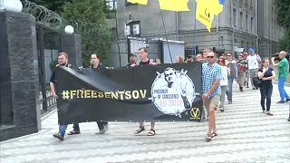أوكرانيا تنفي إجراء أي تبادل للسجناء مع روسيا بينهم بحارة