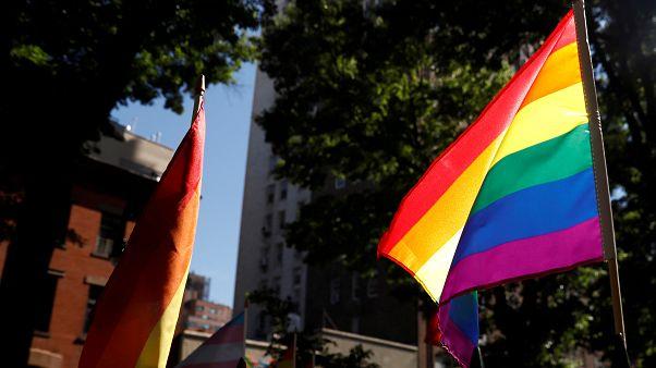 """İngiltere'de mahkeme, erkek olan trans bireyin ailevi statüsünün """"annelik"""" olduğuna hükmetti"""
