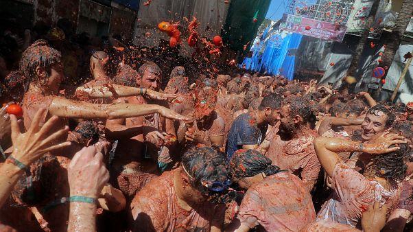 Ντοματοπόλεμος στην Ισπανία: Και φέτος η πόλη βάφτηκε κόκκινη!