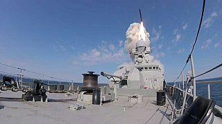 """روسيا تطلق طواريخ """"كاليبر"""" لأول مرة من قواعد بحرية متحركة"""