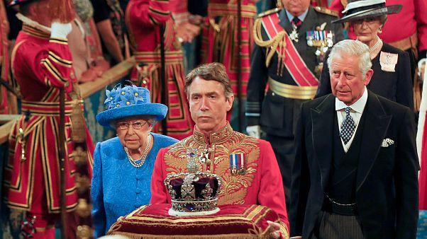 İngiltere'de parlamentonun kraliyete karşı üstünlüğü tarihte nasıl şekillendi?