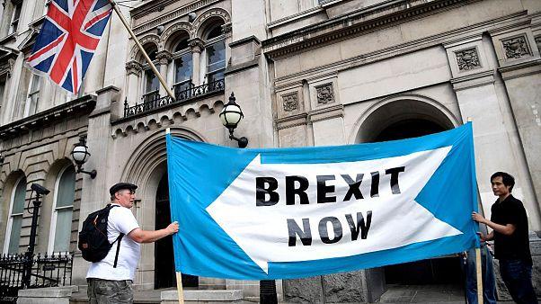 تعلیق موقت پارلمان بریتانیا؛ آیا ممکن است برکسیت باز هم عقب بیفتد؟