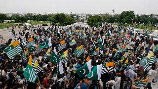 راهپیمایی پاکستانیها با عمران خان در همبستگی با کشمیر تحت کنترل هند