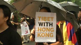India: tibetani protestano in favore di Hong Kong