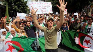 بين فترة انتقالية أو تنظيم انتخابات...الجزائريون يتظاهرون للجمعة ال28 على التوالي