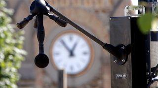 Fransa'da Paris'in bir banliyösünde gürültü ölçümü için yeni geliştirilen radar test ediliyor