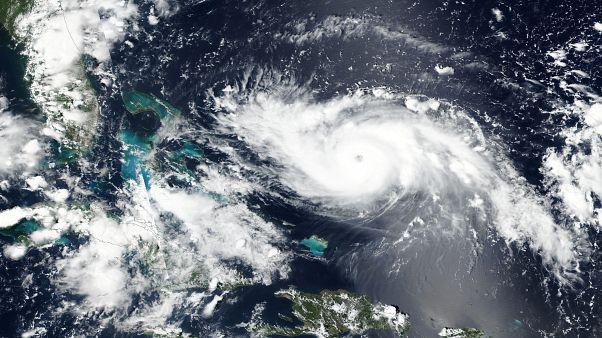 Mit 215 km/h Richtung Küste: Dorian jetzt Hurrikan der Stufe 4