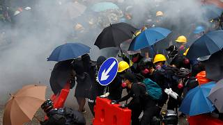 Hong Kong ancora in piazza. Polizia usa gas lacrimogeni