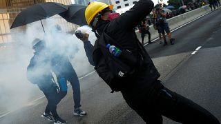 Hongkong: Sturm aufs Parlament und brennende Barrikaden