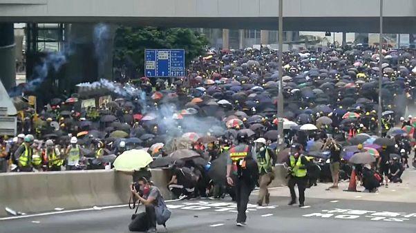 Carga policial contra una manifestación prodemocracia en Hong Kong