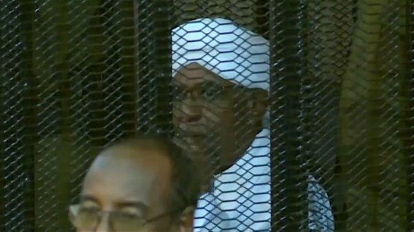 الرئيس السوداني المخلوع أمام المحكمة في الخرطوم 24-08-2019