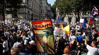 Vor Downing Street 10: Wütender Protest gegen Boris Johnson