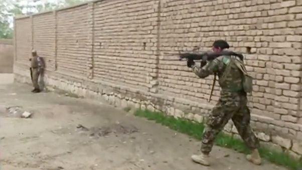 Confrontos entre talibãs e forças pró-governo fazem mais de 50 mortos