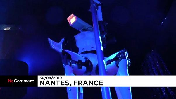 Les premières danseuses humanoïdes en club à Nantes