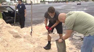 أمريكيون في ولاية فلوريدا يستعدون لمواجهة الإعصار دوريان