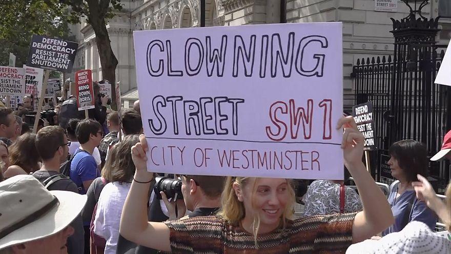 Regno Unito: Londra scende in piazza contro la sospensione del Parlamento
