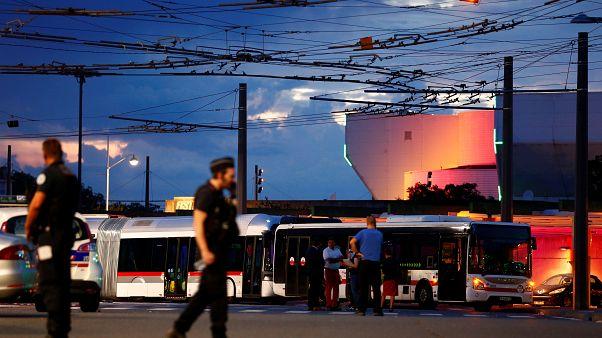 Attaque au couteau dans la banlieue de Lyon : 1 mort et 8 blessés dont 3 graves