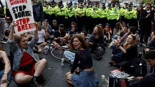 اعتراض سراسری در بریتانیا به طرح بوریس جانسون برای تعلیق کار پارلمان