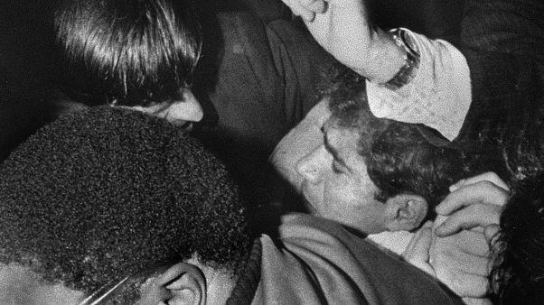 Robert F. Kennedy'nin katili Sirhan, bir mahkum arkadaşı tarafından cezaevinde bıçaklandı