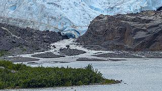 جبل جليدي في حالة ذوبان