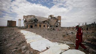 Raid della coalizione su carcere yemenita. Croce Rossa: almeno 100 morti