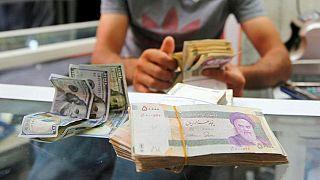 حرکت معکوس دلار آزاد و رسمی؛ نیمنگاه بازار ارز به مذاکرات پاریس