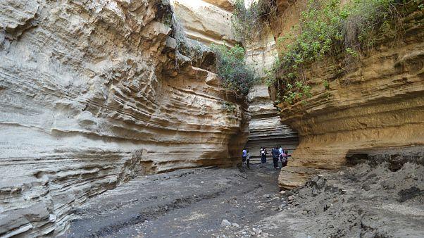 سیل ناگهانی در «دروازه جهنم» کنیا گردشگران را با خود برد