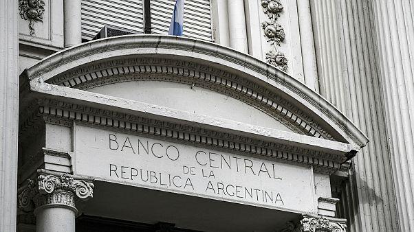 Arjantin sermaye hareketlerine kısıtlama getirdi