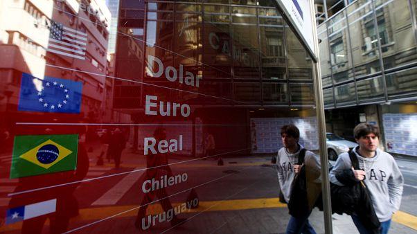 El Gobierno argentino restringe la compra de dólares