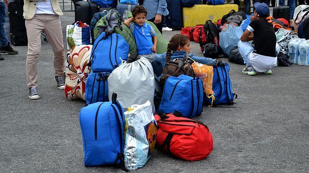Греция переселяет мигрантов с Лесбоса на материк