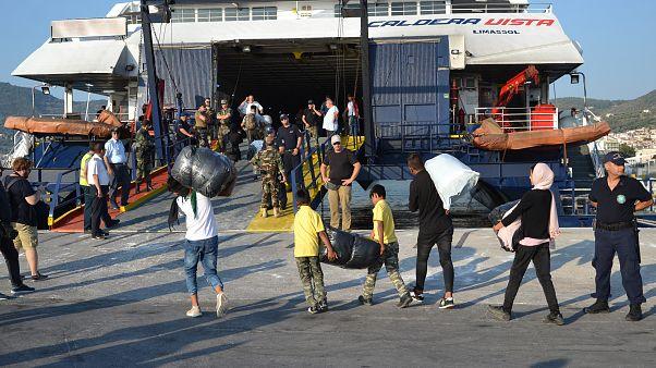 Μυτιλήνη: Σε εξέλιξη η επιχείρηση μετακίνησης 1500 μεταναστών και προσφύγων