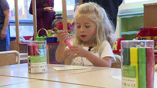 À trois ans désormais, l'école obligatoire en France