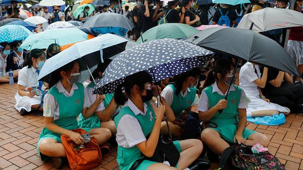 Estudantes juntam-se à greve e às manifestações em Hong-Kong