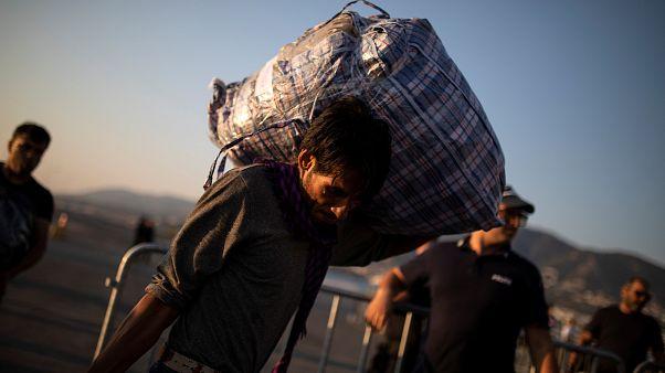 Yunanistan Yeni Demokrasi Partisi üyesi bir mülteciye 'maymun' dedi