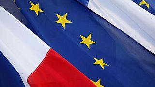 La Francia torna a scuola: da oggi Tricolore e bandiera UE obbligatorie nelle classi